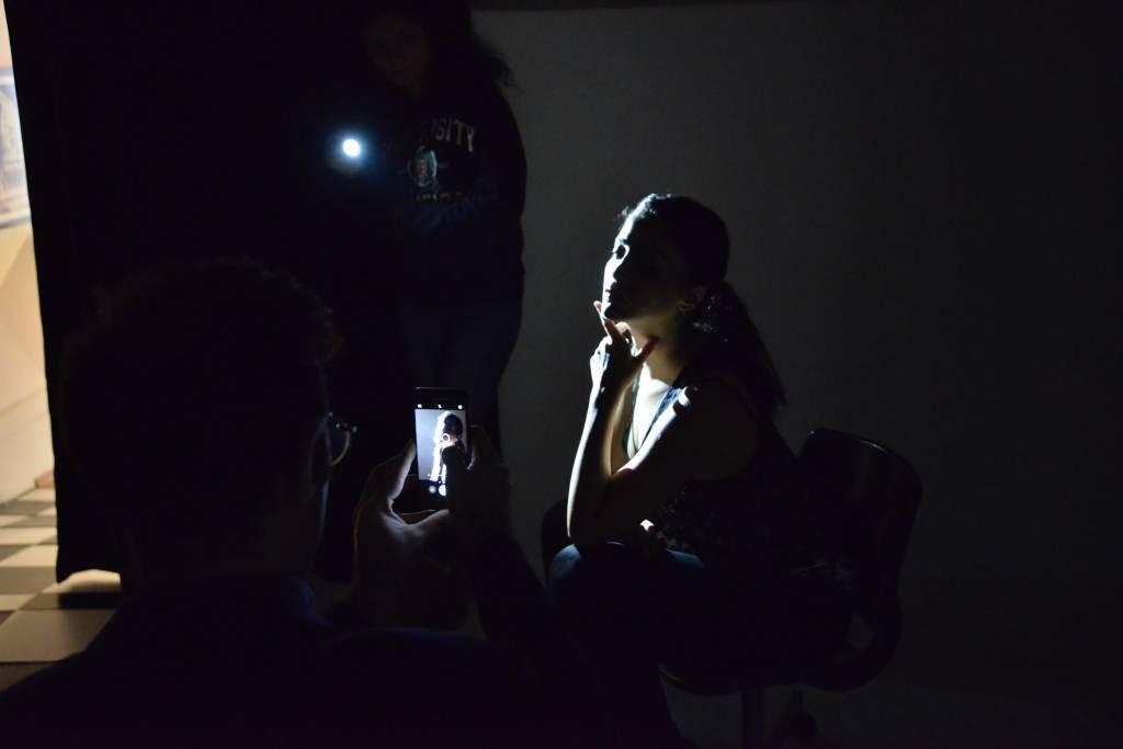 Shoot Like A Pro With A Flashlight! Burak Bulut Işık Yapmak Çekim Arkası